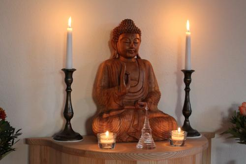 I_Altar-Buddha